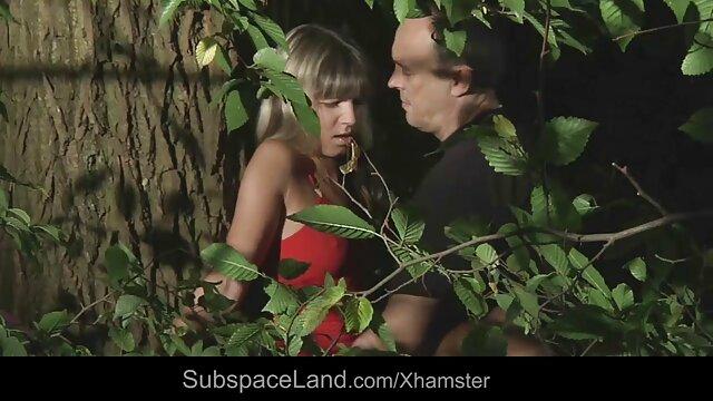 レズビアンは見過ごされ、完全に自慰行為をするためにディルドを使用する セックス 動画 女の子 向け
