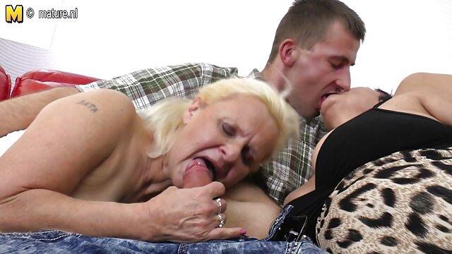 ママは正確に彼の服で彼女の息子を保った彼にファック 女の子 向け av 無料